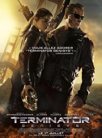 Affiche du film Terminator Genisys. Emilia Clarke et Arnold Schwarzenegger se tiennent debout. Elle tient une tête de Terminator dans sa main droite et un fusil d'assaut dans sa main gauche. A l'arrière plan, le Golden Gate Bridge s'effondre.
