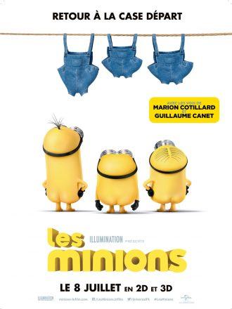Affiche du film les Minions. Les trois héros sont nus et de dos et lèvent les yeux vers leurs fameuses salopettes étendues.