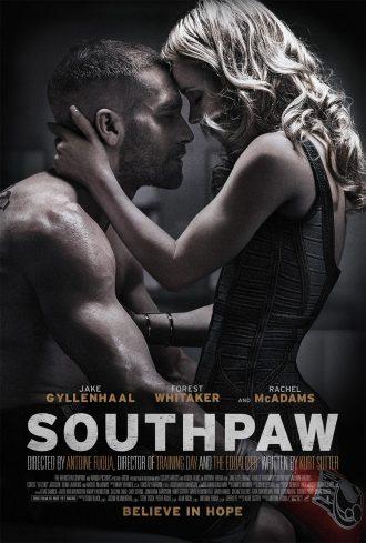 Affiche américaine du film La rage au ventre d'Antoine Fuqua. Nous y voyons le couple incarné par Jake Gyllenhaal et Rachel McAdams s'étreindre après un combat de boxe. Gyllenhaal est assis et semble blessé au visage.
