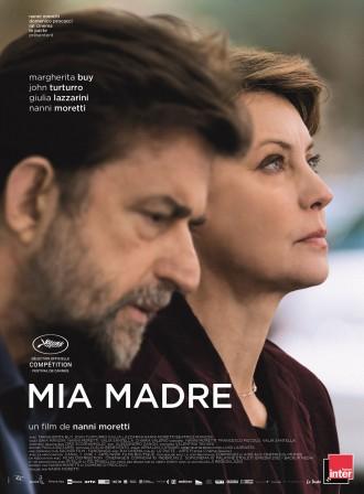 Poster du film Mia Madre de Nanni Moretti. Les personnages de Margherita Buy et Nanni Moretti sont pris de profil et ont l'air pensifs. Elle regarde vers le ciel et lui vers le sol.