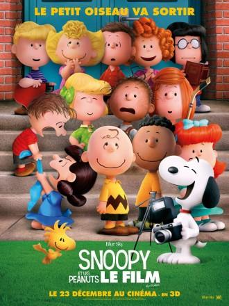 Poster du film Snoopy et Les Peanuts. Snoopy s'apprête à prendre une photo de tous ses amis et rit.