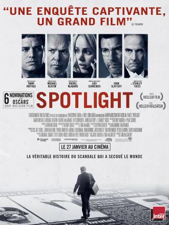 Poster du film Spotlight, réalisé par Tom McCarthy. Film sur le journalisme, l'affiche présente toute l'équipe reporters incarnés par Mark Ruffalo, Michael Keaton, Rachel McAdams, Liev Schreiber. Nous voyons également Stanley Tucci sur l'affiche qui interprète un avocat.