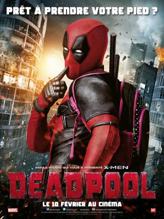 Poster du film Deadpool réalisé par Tim Miller. Nous y voyons l'acteur de Ryan Reynolds en costume, faisant une pose comique.