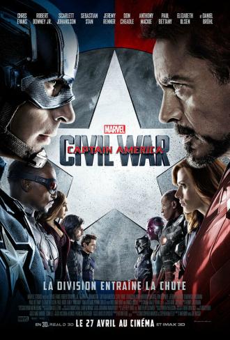 Affiche de Captain America - Civil War. Nous avons le bouclier de Captain America et devant se tiennent en face à face les deux camps adverses menés par Chris Evans et Robert Downey Jr.