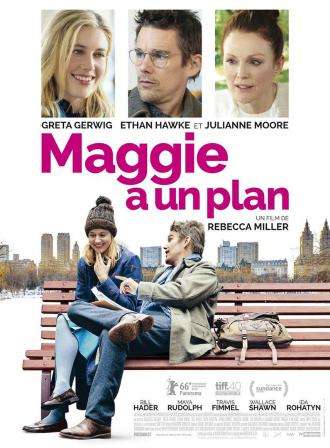 Affiche du film Maggie a un plan de Rebecca Miller. En bas de l'affiche, Greta Gerwig et Ethan Hawke discutent sur un banc. Au fond, nous pouvons distinguer la ville de New York. En haut, un portrait de Greta Gerwig, Ethan Hawke et Julianne Moore est visible.