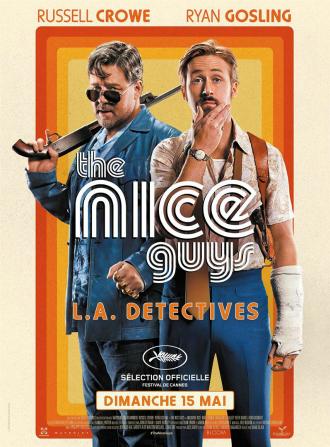 Affiche de The Nice Guys de Shane Black. Les couleurs et la typographie rappellent les années 70 et l'époque disco. Nous voyons Russell Crowe à gauche portant un fusil à pompe et un poing américain et Ryan Gosling à droite affichant un regard bien plus perplexe et portant un plâtre au bras gauche.