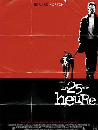 Affiche de La 25ème heure de Spike Lee. Sur un fond rouge, Edward Norton promène son chien. L'affiche rappelle un vieux poster corné.
