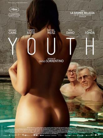 Affiche de Youth de Paolo Sorrentino. Nous y voyons Michael Caine et Harvey Keitel observer béatement une femme nue entrer dans la piscine dans laquelle ils se baignent.