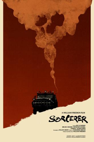Affiche du film Sorcerer de William Friedkin sur laquelle la fumée du camion qui porte ce nom s'élève pour former une tête de mort. Le fond de l'affiche est rouge et beige.