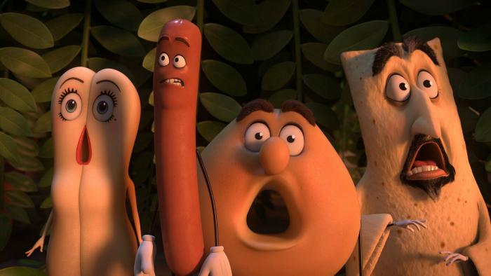Photo tirée du film Sausage Party sur laquelle plusieurs produits ont l'air totalement surpris, parmi lesquels le pain et la saucisse doublés par Kristen Wiig et Seth Rogen.