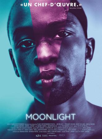 Affiche de Moonlight de Barry Jenkins sur laquelle nous découvrons les trois visages différents de Chiron devant un fond bleu.