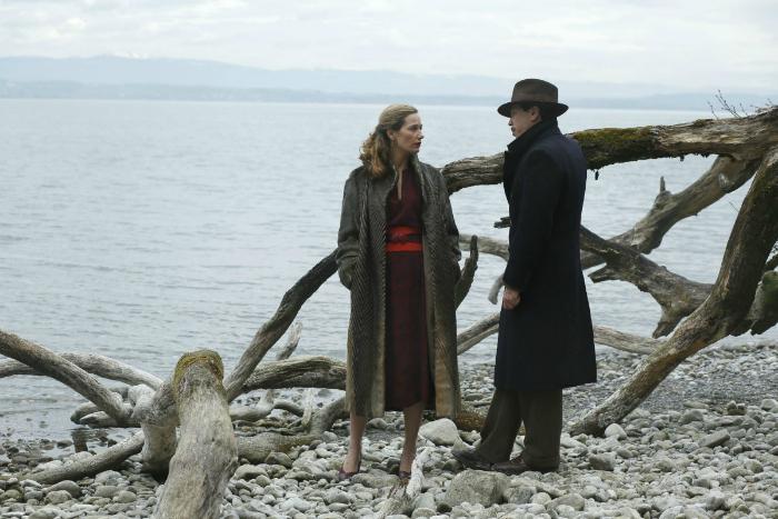 Photo tirée du film d'Etienne COmar où l'on voit Reda Kateb et Cécile de France face-à-face discutant autour d'un lac.