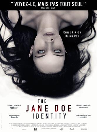 Affiche de The Jane Doe Identity sur laquelle on ne voit que le corps sans vie de Jane Doe, allongée, avec du sang qui lui coule du nez.