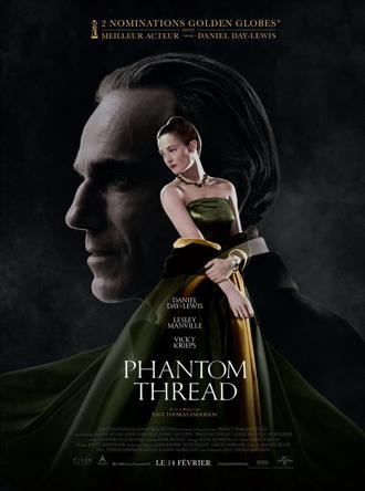 Affiche de Phantom Thread de Paul Thomas Anderson, sur laquelle Vicky Krieps porte une robe sublime. Le visage de Daniel Day-Lewis est visible en fond, en noir et blanc.