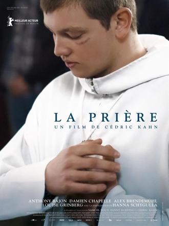 Affiche de La Prière de Cédric Kahn, sur laquelle le personnage interprété par Anthony Bajon est en train de prier.