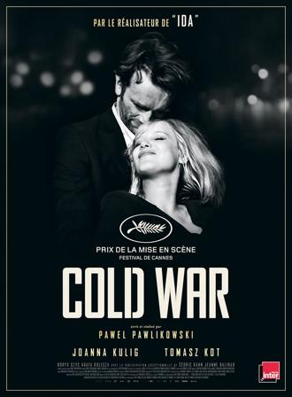 Affiche de Cold War de Pawel Pawlikowski, sur laquelle un couple s'étreint sur une photo en noir-et-blanc.