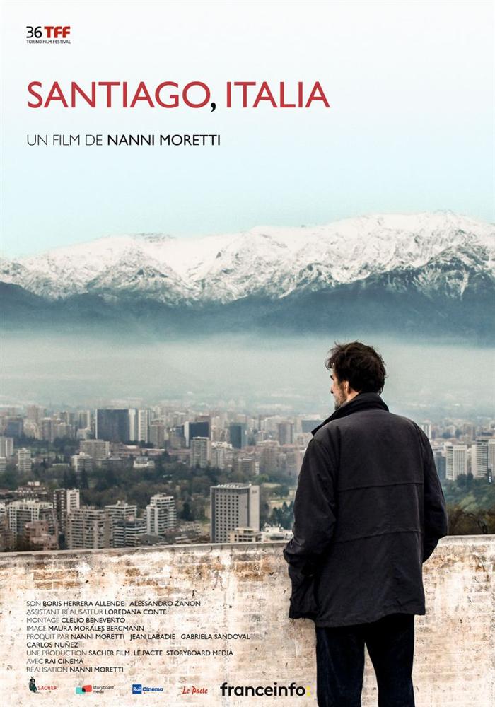 Affiche de Santiago, Italia, sur laquelle le réalisateur contemple de haut la ville de Santiago avec au loin, les sommets enneigés des Andes.