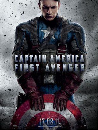 Affiche de Captain America : First Avenger sur laquelle Chris Evans tient son bouclier en regardant vers le sol devant un ciel très sombre.