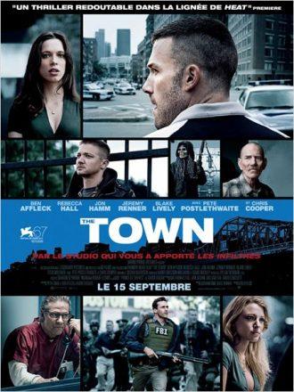 Affiche de The Town sur laquelle nous découvrons tous les personnages et la ville de Boston à travers un montage de plusieurs photos.