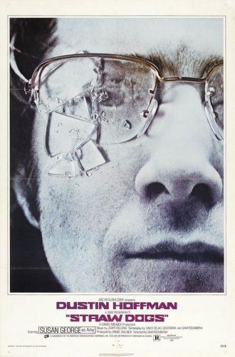Affiche du film Les Chiens de Paille de Sam Peckinpah. IL s'agit d'un portrait de Dustin Hoffman très rapproché. Ses lunettes sont brisées.