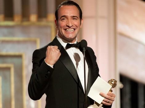 Photo de Jean Dujardin récompensé aux Golden Globes.