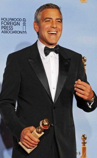 Photo de Georges Clooney récompensé aux Golden Globes en 2012.