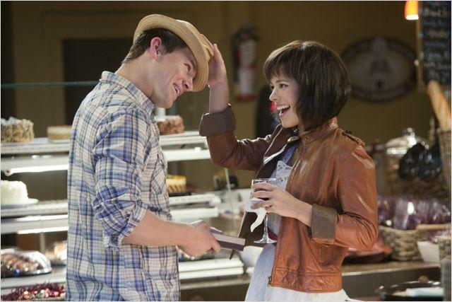 Photo de Channing Tatum et Rachel McAdams partageant un moment complice dans le film Je te promets.