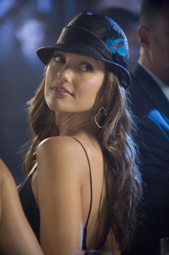 Photo de Minka Kelly se retournant lors d'une soirée dans le film The Roommate.