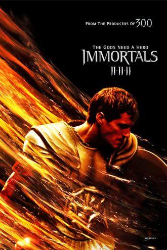 Affiche du film Immortels de Tarsem Singh sur laquelle Henry Cavill paraît prêt à combattre devant un fond noir où des éléments colorés semblent flotter.