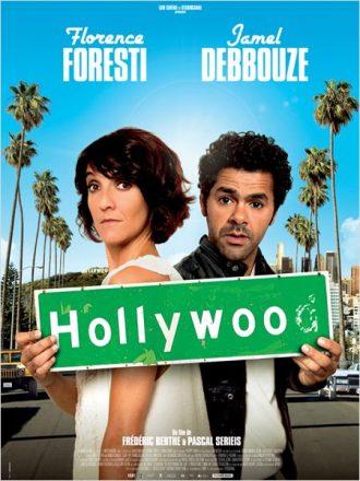 Affiche du film Hollywoo sur laquelle Florence Foresti et Jamel Debbouze sont côte à côte et tiennent la pancarte de Hollywood.