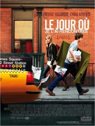 Affiche du film Le jour où je l'ai rencontrée sur laquelle Freddie Highmore et Emma Roberts marchent chacun dans une direction dans une rue de New York.