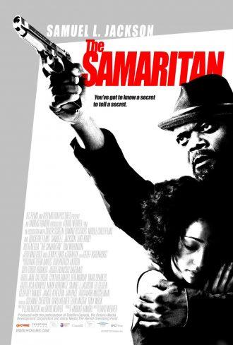 Affiche du film The Samaritan sur laquelle Samuel L. Jackson pointe une arme en protégeant Ruth Negga.
