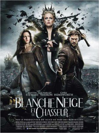 Affiche du film Blanche Neige et la Chasseur sur laquelle nous voyons les trois personnages principaux côte à côte.