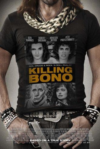 Affiche du film Killing Bono sur laquelle nous voyons les visages des personnages principaux sur le tee-shirt d'un rockeur qui tient une arme.