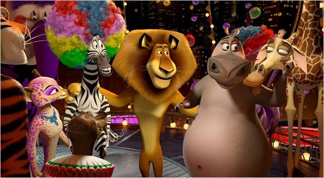 Photo du film Madagascar 3 - Bons baisers d'Europe sur laquelle la fameuse bande est regroupée dans un cirque.
