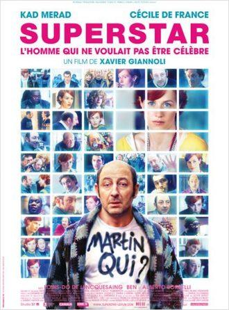 """Affiche du film Superstar de Xavier Giannoli sur laquelle Kad Merad regarde l'objectif avec un air interrogateur. """"Martin qui ?"""" est tagué sur son tee-shirt. Au second plan, de nombreuses photos du film sont visibles."""