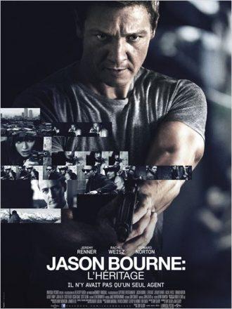 Affiche du film Jason Bourne : L'héritage réalisé par Tony Gilroy. Jeremy Renner est au centre de l'affiche face à l'objectif, braquant son arme vers un ennemi. NOus découvrons les personnages secondaires et l'univers du film sur un montage de plusieurs petites photos.