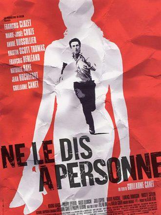 Affiche du film Ne Le Dis à Personne qui s'apparente à un poster corné sur laquelle nous distinguons la silhouette d'une femme à travers laquelle François Cluzet court à toute allure.