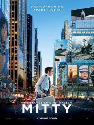 Affiche de La vie rêvée de Walter Mitty. Nous voyons Ben Stiller courir dans New York, tenant une mallette. Sur les murs de la ville, nous voyons plein de scènes imaginaires desquelles il est le héros.