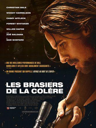 Affiche des Brasiers de la colère sur laquelle nous voyons Christian Bale pointe un fusil de chasse vers le sol.