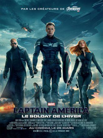 Affiche de Captain America : Le Soldat de l'Hiver sur laquelle nous voyons tous les personnages principaux sur un fond de bataille. Captain America est au centre et avance serein.