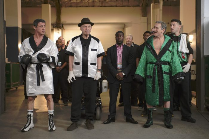 Photo du film Match Retour, sur laquelle Stallone et De Niro se toisent avant un combat de boxe.