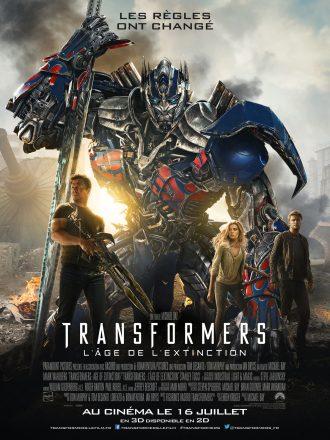 Affiche de Transformers 4 : L'âge de l'extinction. Nous y voyons les trois personnages principaux devant Optimus Prime qui s'appuie sur son épée dans un paysage chaotique.