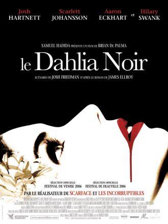 Affiche du Dahlia Noir de Brian De Palma. Devant un fond noir, nous voyons le visage de la victime allongée, qui semble s'être fait déchirer la mâchoire.