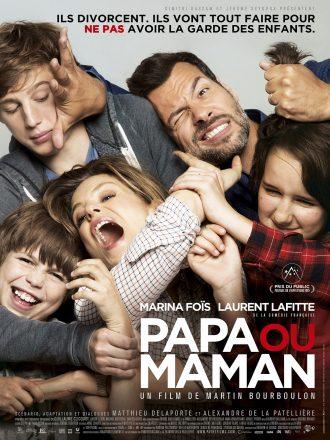 Affiche de Papa ou Maman sur laquelle Marina Foïs et Laurent Lafitte se chamaillent avec leurs enfants.