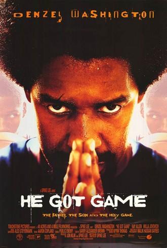 Poster du film He Got Game réalisé par Spike Lee. Denzel Washington regarde vers l'objectif et fait un signe de prière. Le visage de Ray Allen tenant un ballon de basket apparaît au second plan en effet miroir.