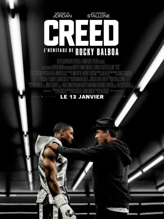 Poster de Creed, film réalisé par Ryan Coogler avec Michael B. Jordan et Sylvester Stallone. Sur l'affiche, Michael B. Jordan et Sylvester Stallone se tiennent sur un ring et Stallone conseille Michael B. Jordan, une main posée sur son épaule.