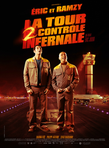 Affiche du film La tour 2 contrôle infernale, comédie du duo comique Eric & Ramzy, qui apparaissent tous deux sur l'affiche. L'action se déroule dans un aéroport.