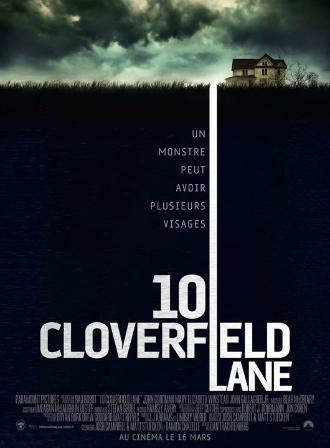 Affiche du film 10 Cloverfield Lane réalisé par Dan Trachtenberg. Nous y voyons une photo d'une maison, surplombée par un ciel orageux et lumineux. Une longue ligne traverse la terre, pour faire comprendre au spectateur que le récit se déroulera sous la maison.