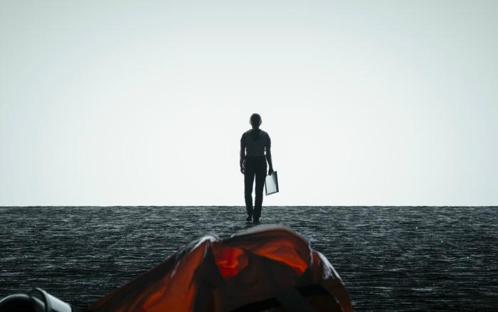 Photo d'Amy Adams de dos, à la recherche des extraterrestres dans leur vaisseau dans le film Premier Contact de Denis Villeneuve.